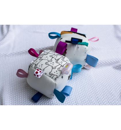 Przytulanka Bambusowa - Sensoryczna Kostka z Kolorowymi Metkami